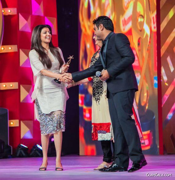 Kajal Agarwal At SIIMA Movie Awards 2013 AbnTavk6
