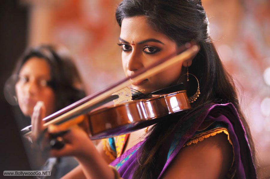 Amala Paul New Stills from Iddarammayilatho Movie Abr0dtTQ
