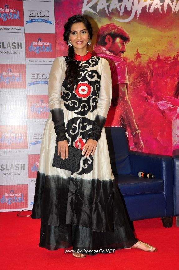 Sonam Kapoor and Dhanush at Reliance Digital Gallery AbrSVfC8