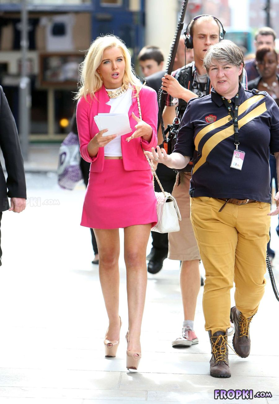 Helen Flanagan in suit on set of Celebrity Superspa - Page 2 Abt0LuxN