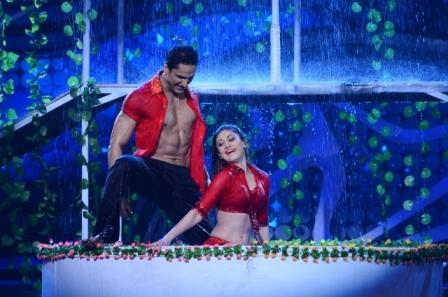 Ajay Devgan & Shilpa Shetty At Nach Baliye 5 AbtIVF40