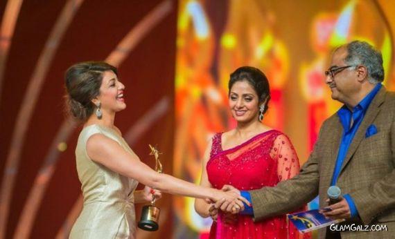 Kajal Agarwal At SIIMA Movie Awards 2013 Abv1Te0I