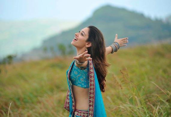 Tamannaah spit in blue Sari images AbvMcu1u