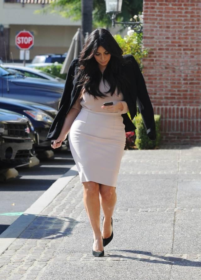 Kim Kardashian snuck away for Lunch with Mason & Scott AbxPSM8D
