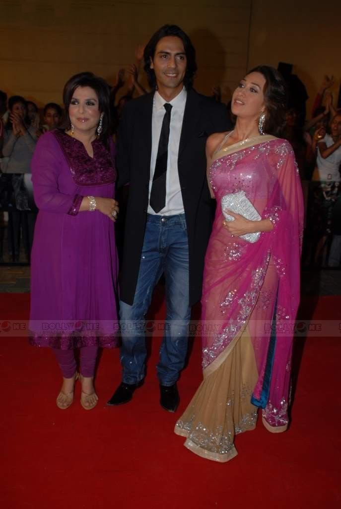 Karisma Kapoor in transparent saree at Nach Baliye 4 AbzvCObU