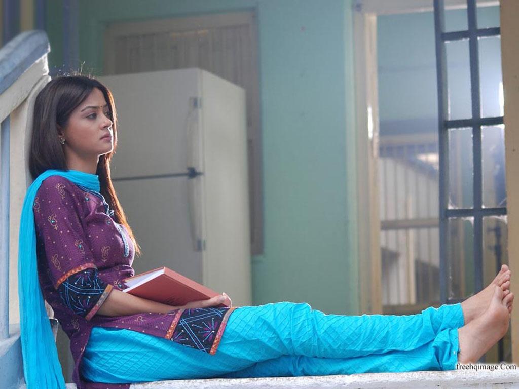 Bollywood Actress Surveen Chawla AcgzOhnl