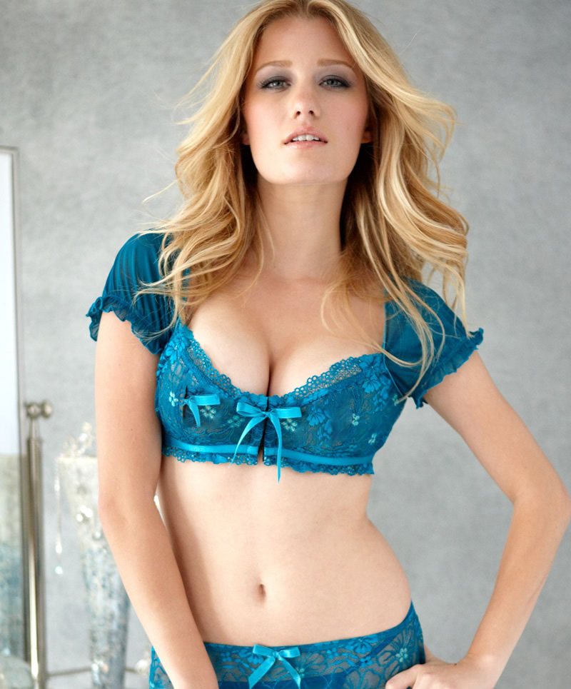 American actress and model Ashley Hinshaw AchMZlKx