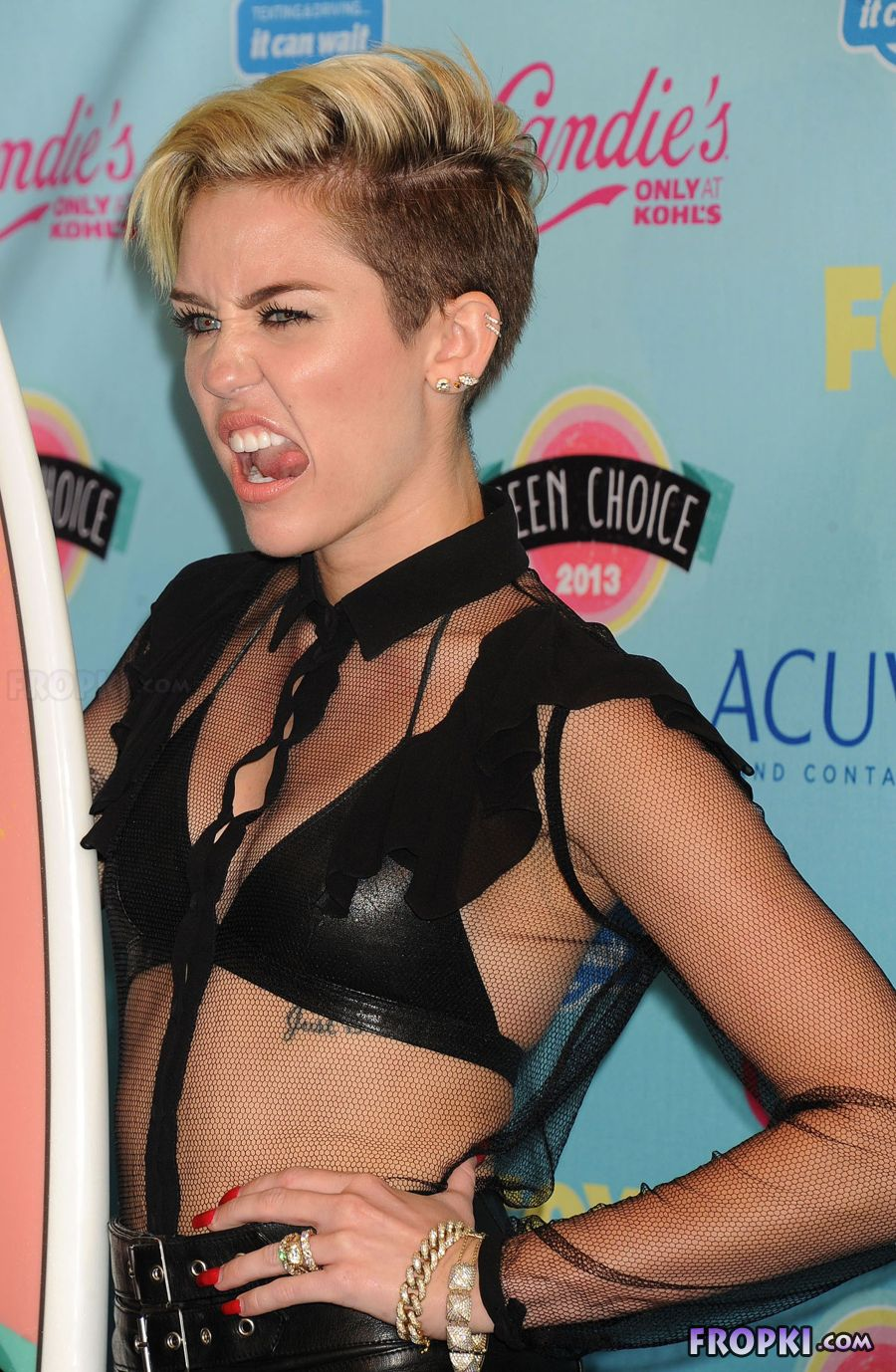 Miley Cyrus shows her naughty side - Page 2 AcjCAZbs