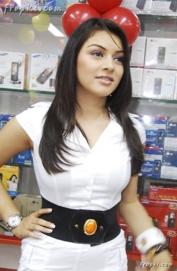 Hansika Motwani at mobile store opening AclJe3lr