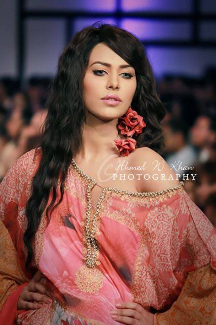 Ayyan - top model of Pakistan - Page 2 AclJq0wk