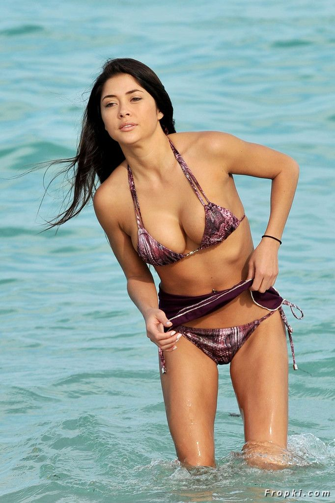 Arianny Celeste in bikini on a beach in Miami Aclemt0Y