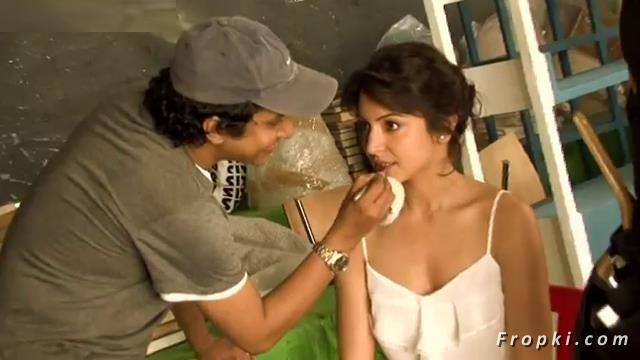 Anushka Sharma's sensuous Nivea Ad stills AcolCjsK