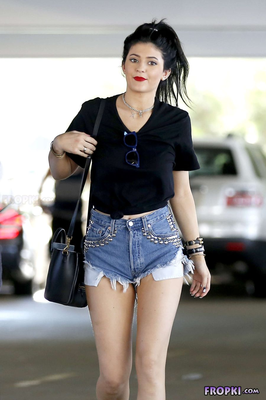 Kylie Jenner in denim Out n About in Calabasas AcpOM7g3