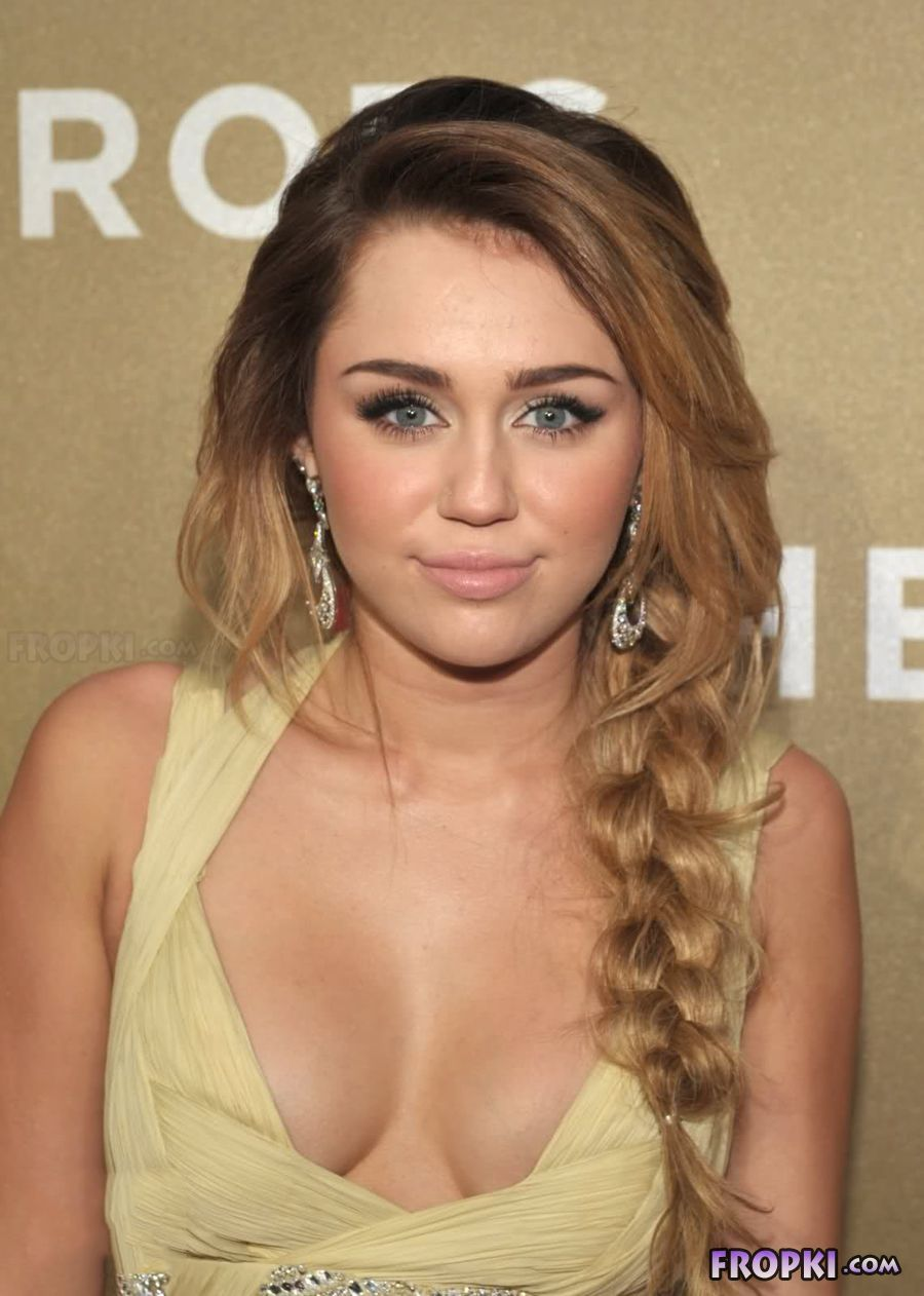 Miley Cyrus shows her naughty side - Page 3 Acpcznc8