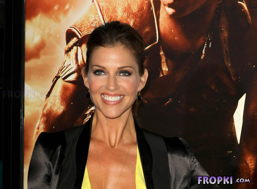 Tricia Helfer - Riddick Premiere in Los Angeles Acq1cNtb