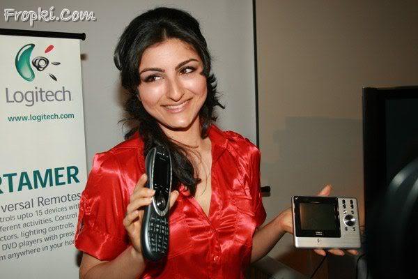 Soha Ali Khan launches Logitech's new products Acq8ayVM
