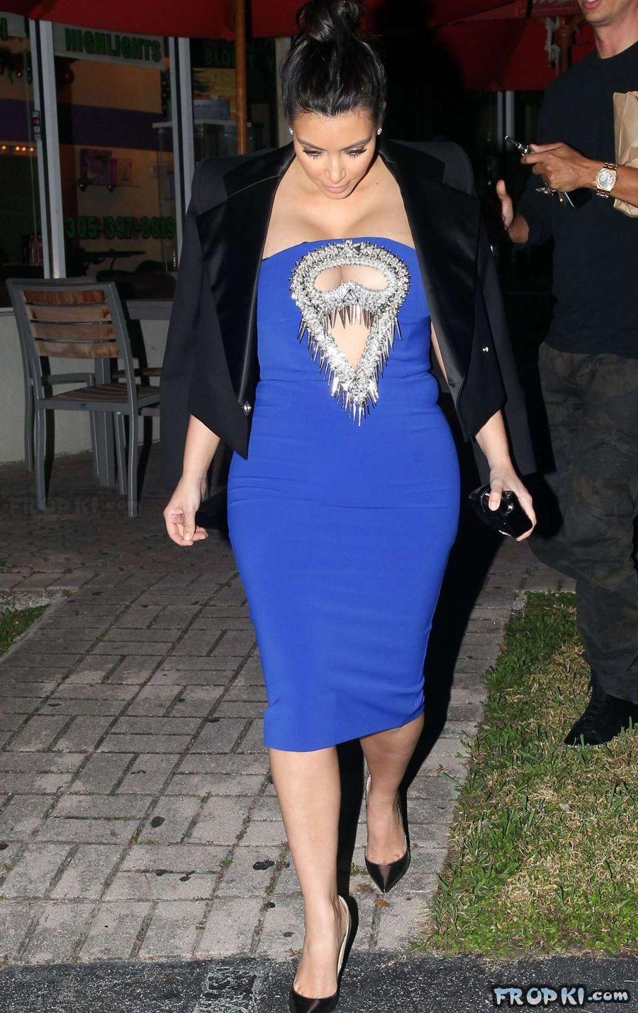 Pregnant Kim Kardashian steps out for dinner AcqYxsdq