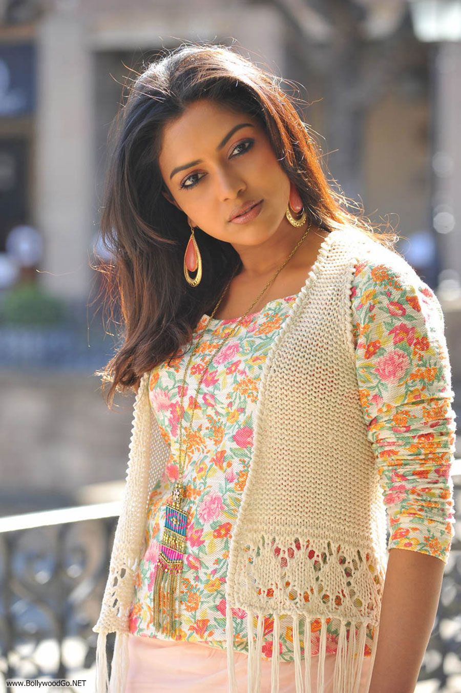 Amala Paul New Stills from Iddarammayilatho Movie AcslLVk8