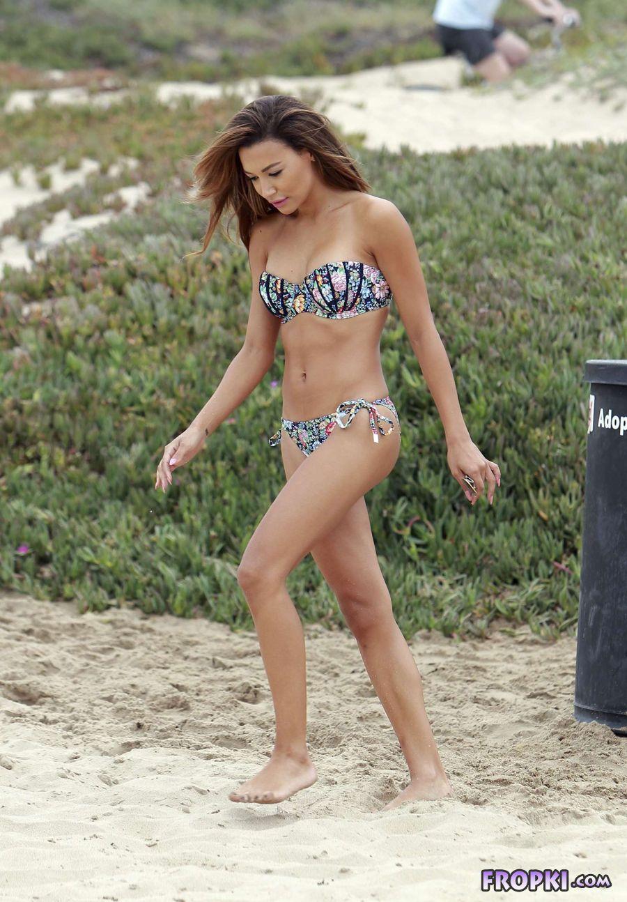 Naya Rivera - Wearing a bikini at a beach in Malibu AcvEPxmg