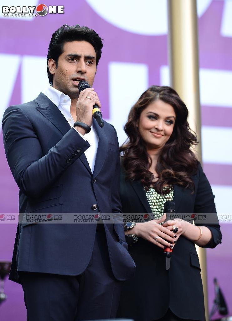 Aishwarya Rai & Abhishek Bachchan at the Chime For Change concert AcvILDoN
