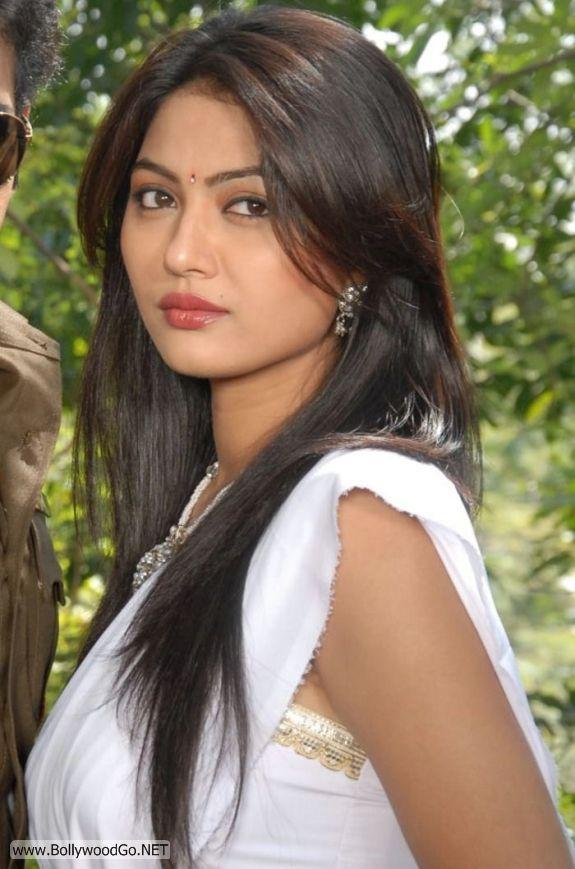 Actress Kumkum Cute Pics in White Saree AcxHvdg0