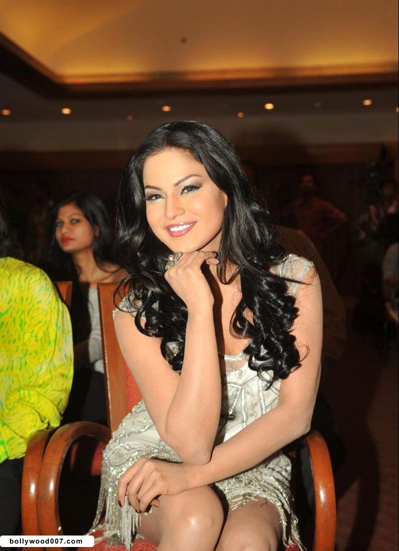 Veena Malik Promoting Film City that Never Sleeps AdbJ3dGi