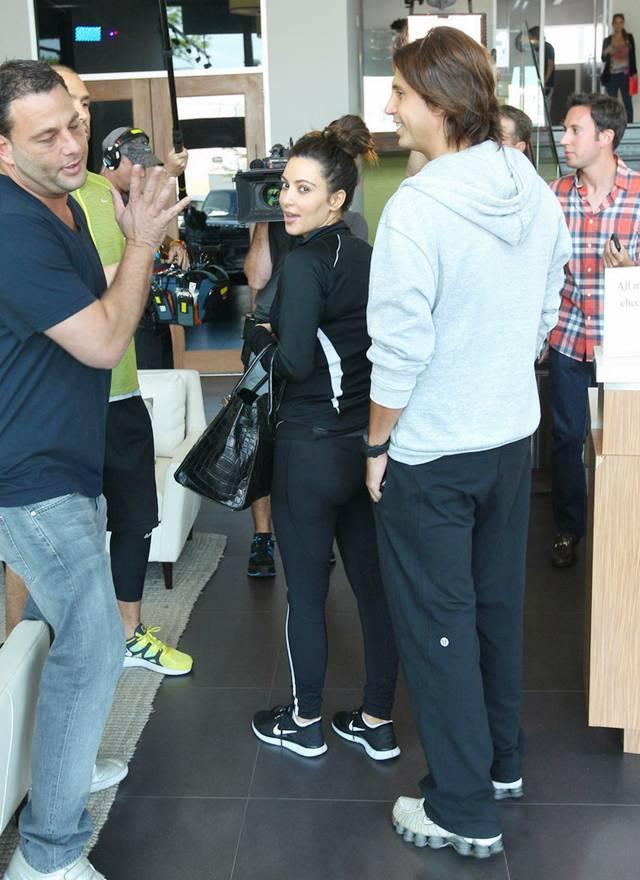 Kim Kardashian at Berries Restaurant AdbJSyGx