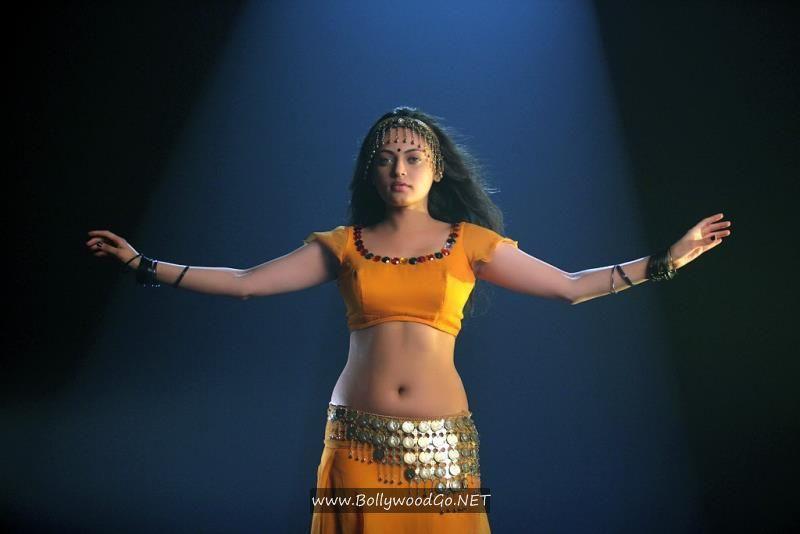 Sneha Ullal Action 3D Movie Stills in Bikini AdbU5s1E