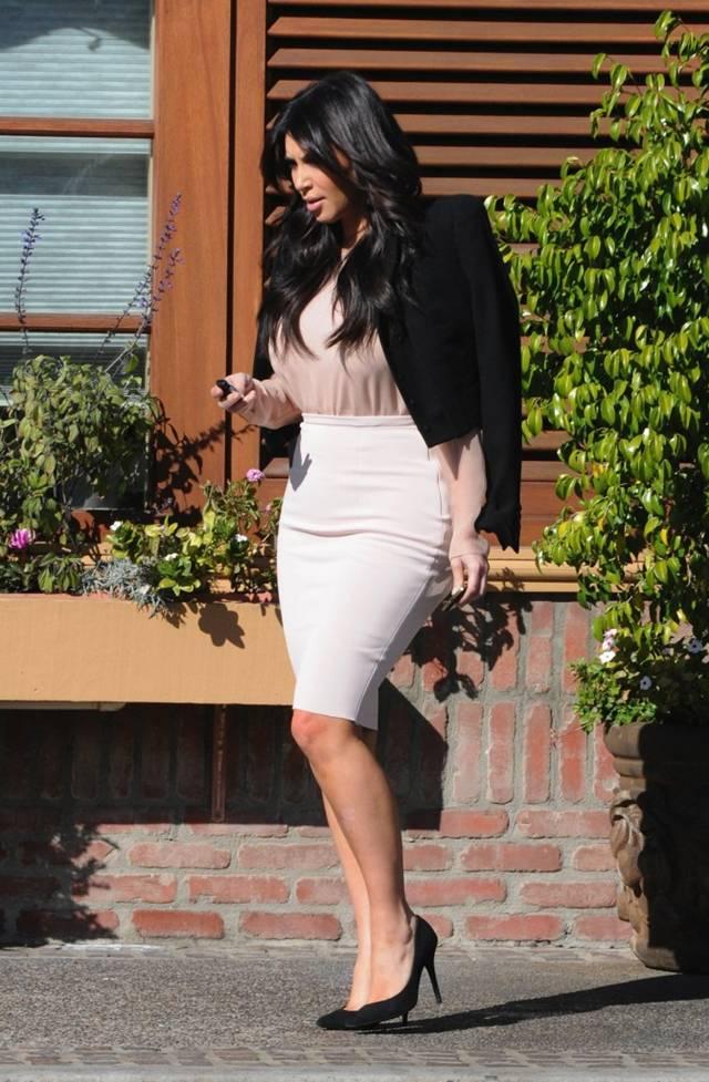 Kim Kardashian snuck away for Lunch with Mason & Scott AdbfsW7O
