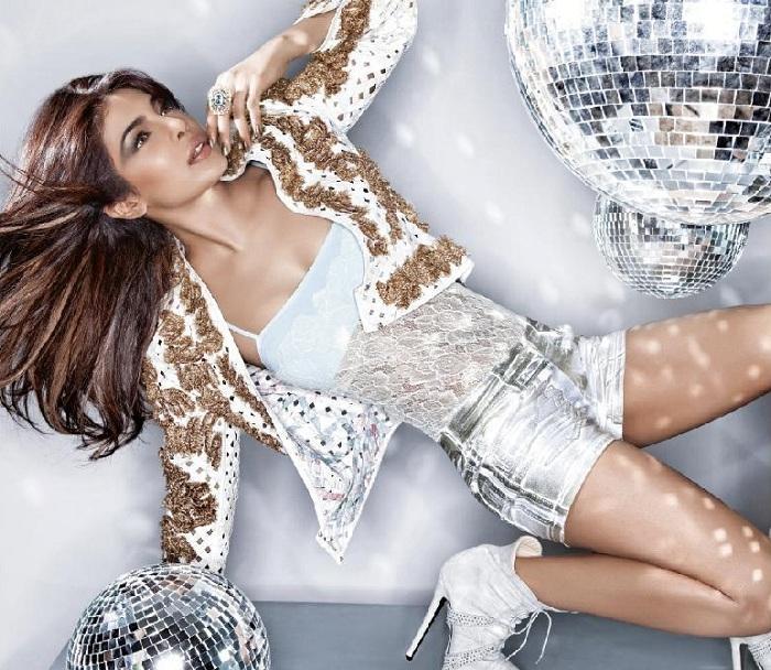 Priyanka Chopra rock star looks on Harper's Bazaar latest is AdbkLZK6