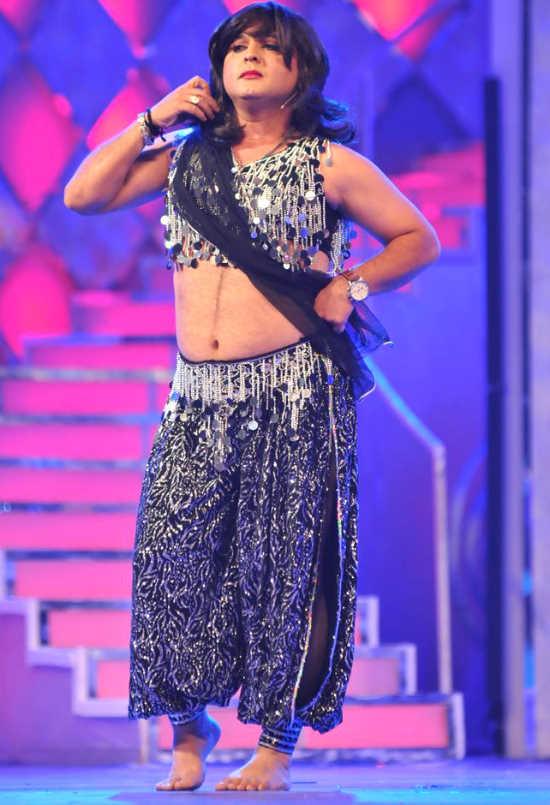 Malaika, Sonakshi, and Other Celebs at the 'Pantaloons Femina Miss India 2011' Finale AdcLgdw8