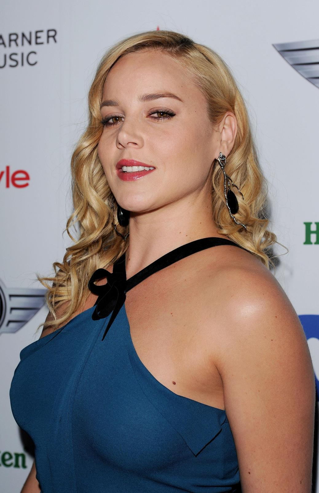 Abbie Cornish – grand @ Warner Music Group 2013 Grammy festival AddwFVXd