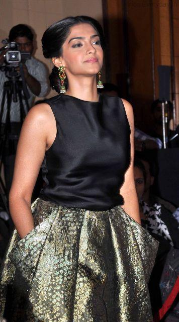 Sonam Kapoor Launch L'Oreal Paris Sunset Cannes Collection Adf4V8ci
