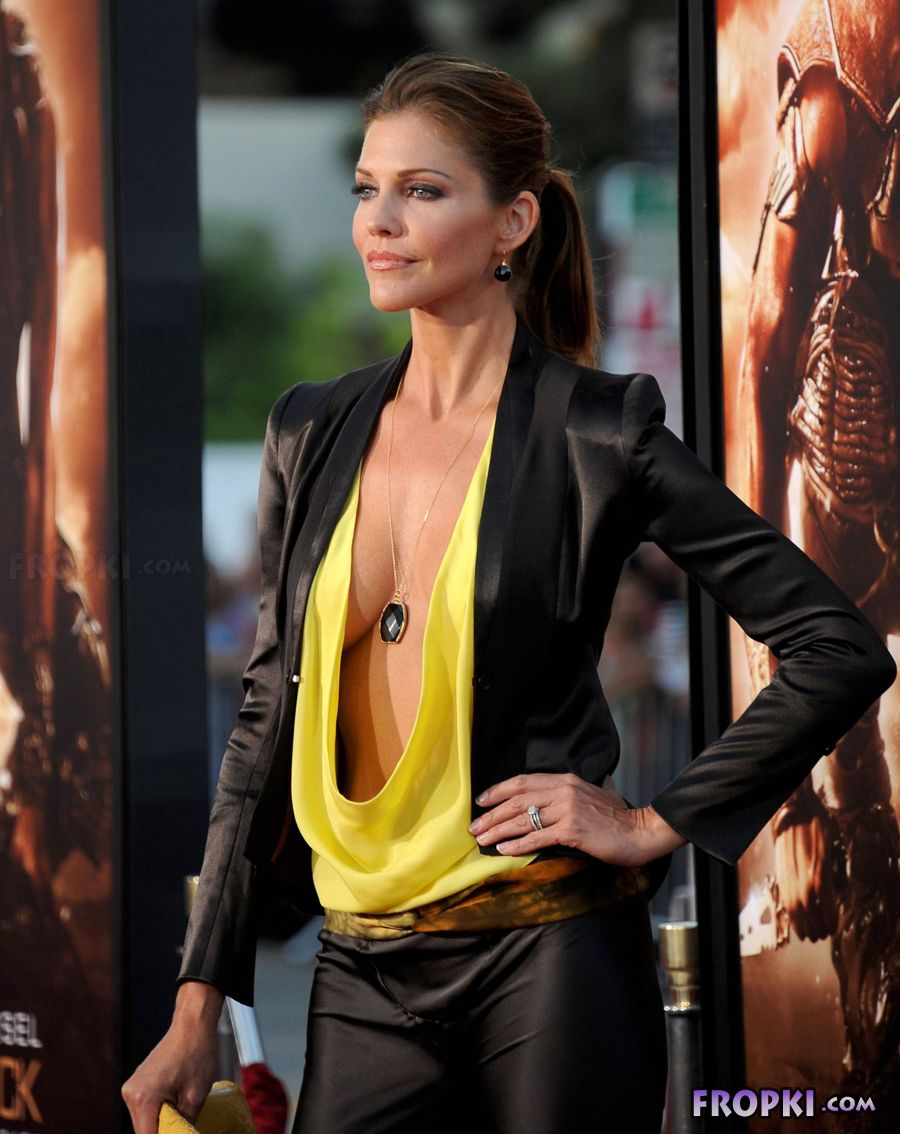 Tricia Helfer - Riddick Premiere in Los Angeles AdftS3ox
