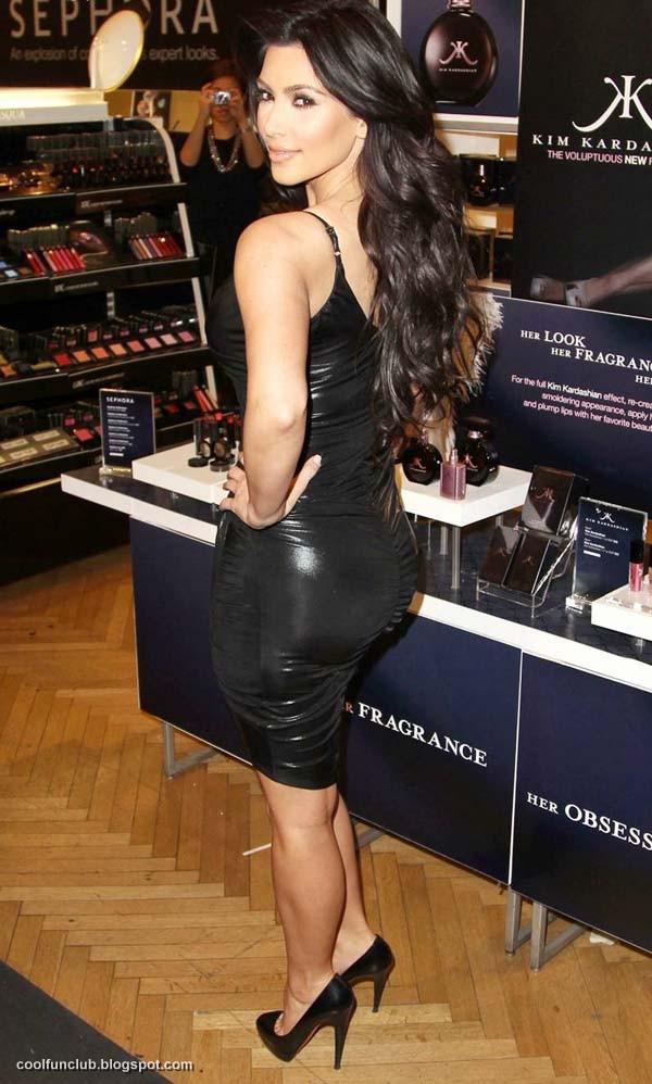 Kim Kardashian In Black Short Dress At New York Party  AdiHaJ2h