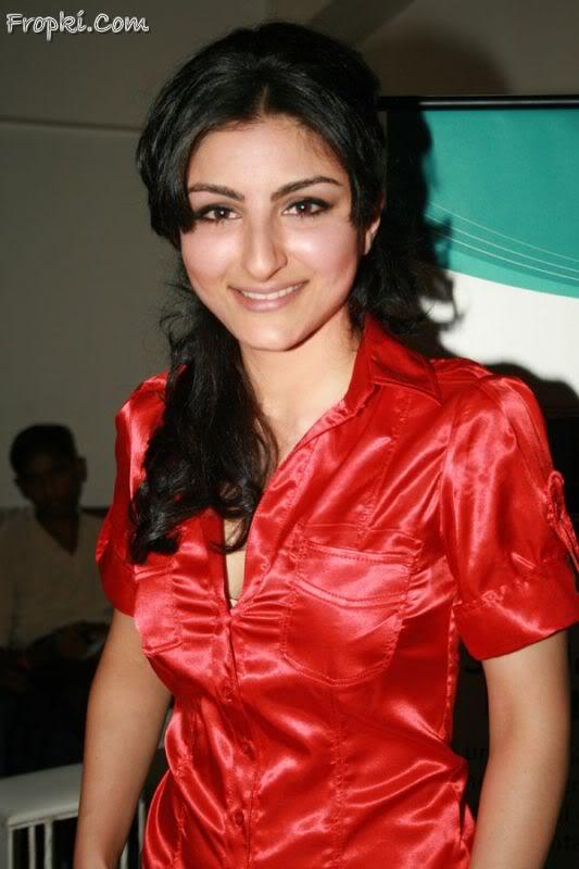 Soha Ali Khan launches Logitech's new products Adjx1qgJ