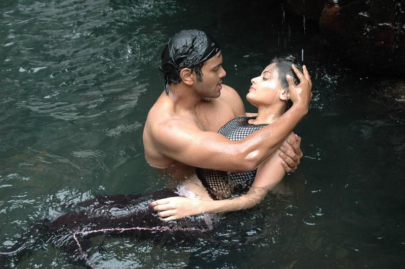 Sneha Ullal Hot Water Scene Adl1GRWe