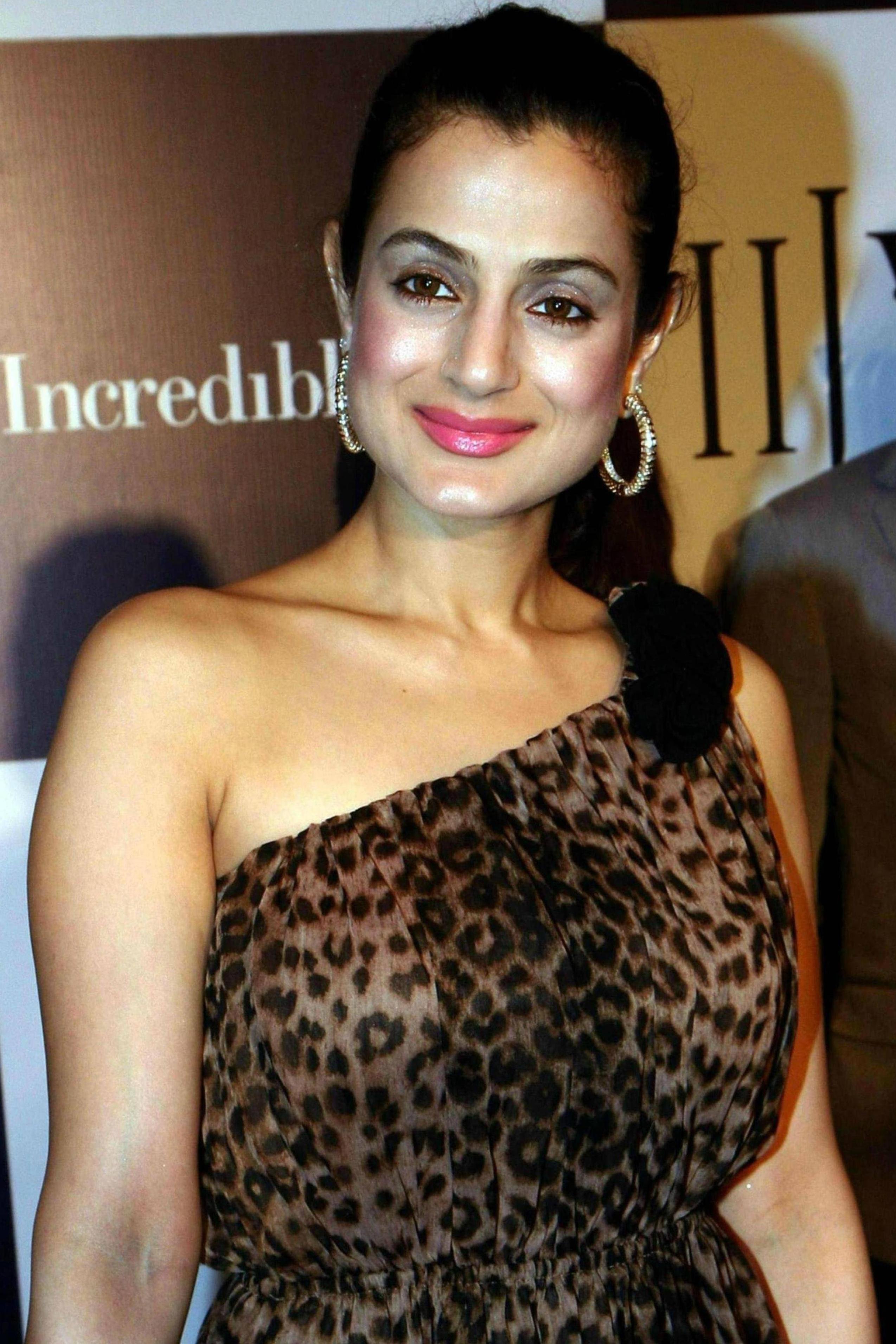 Ameesha Patel High Quality Pictures And Bio Graphy AdmOI1Rx