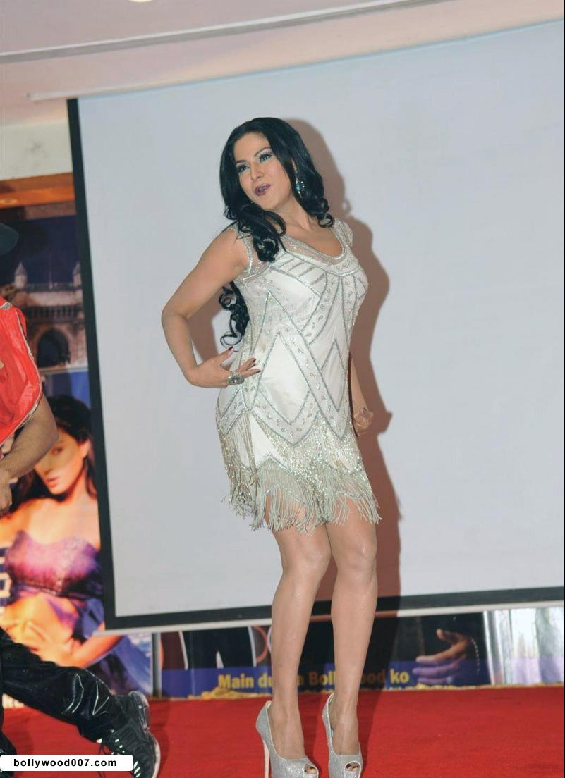 Veena Malik Promoting Film City that Never Sleeps AdmqzVac