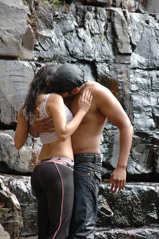Sneha Ullal Hot Water Scene AdmxQ26R