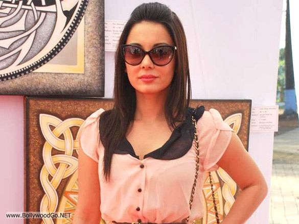 Minissha Lamba Sizzling Pictures and Gorgeous Looks AdnjRt7h