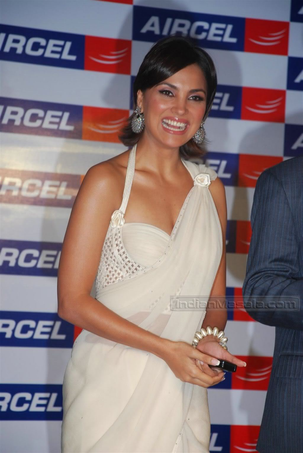 Lara Dutta in transparent saree at Aircel mobile launch AdphrsUE