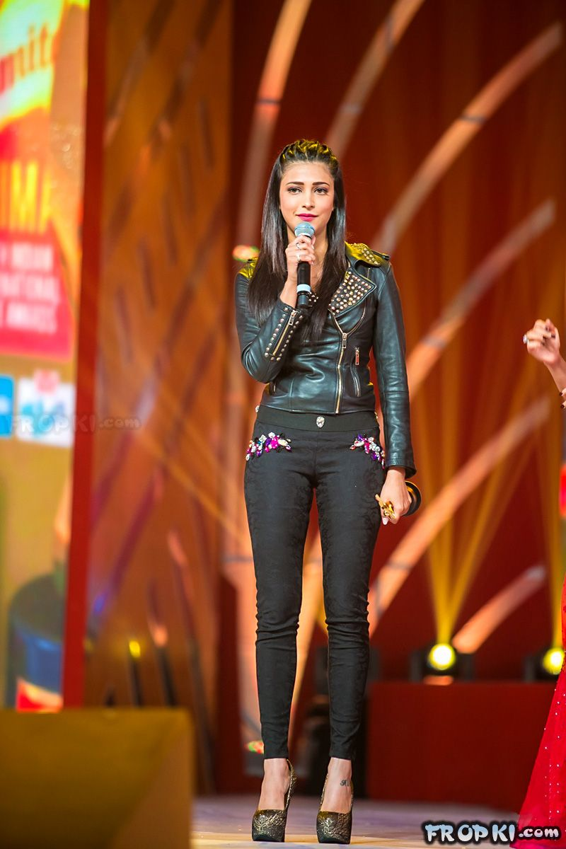 Shruti Haasan win top laurels at SIIMA awards Adpl0aVi