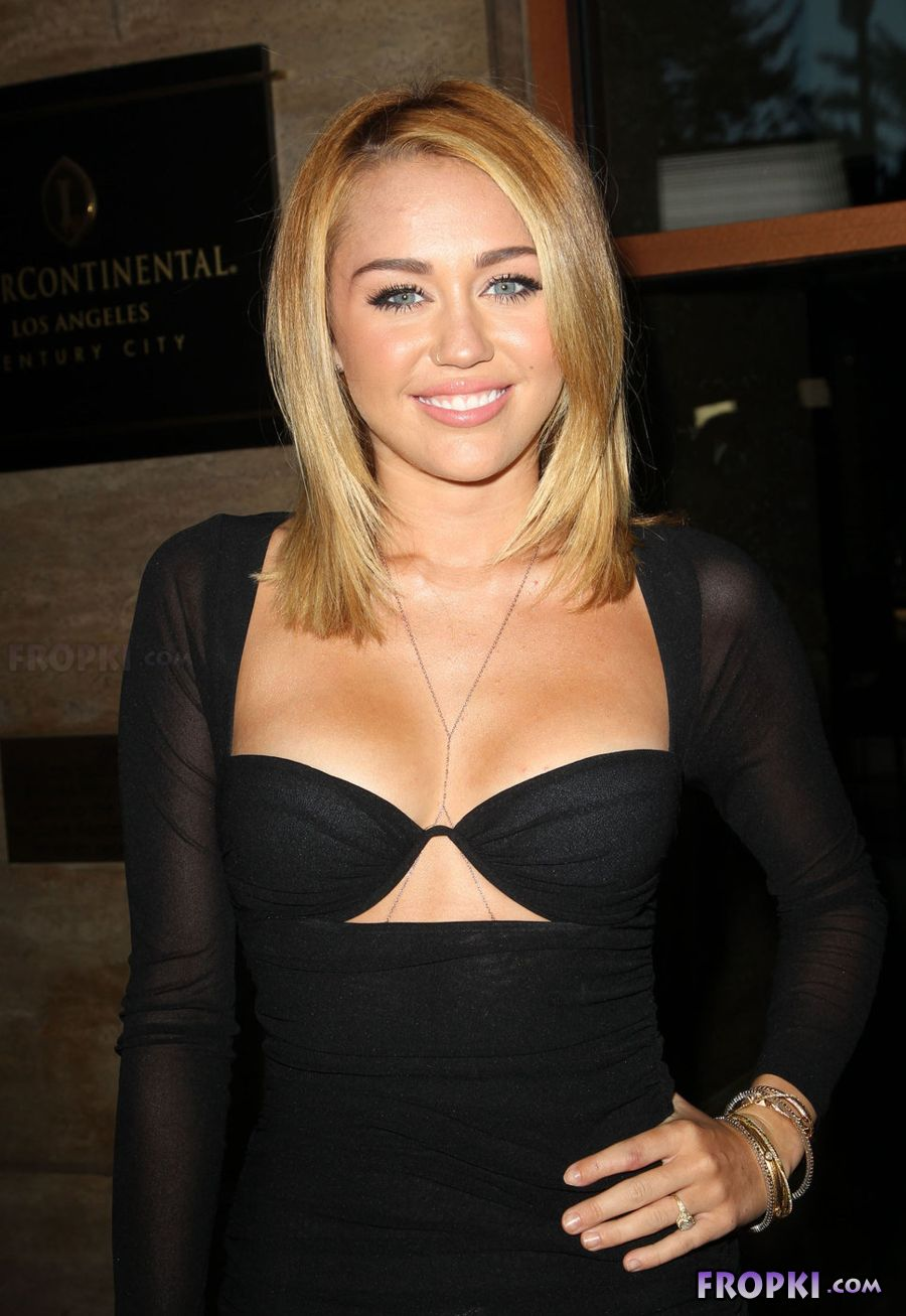 Miley Cyrus shows her naughty side - Page 2 AdqFg3ui