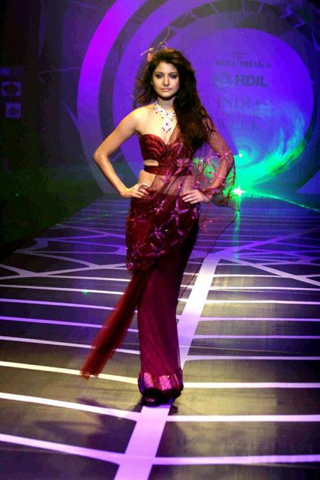 Anushka Sharma Ramp Walk in Red Dress Photo Gallery AdqcvYAu