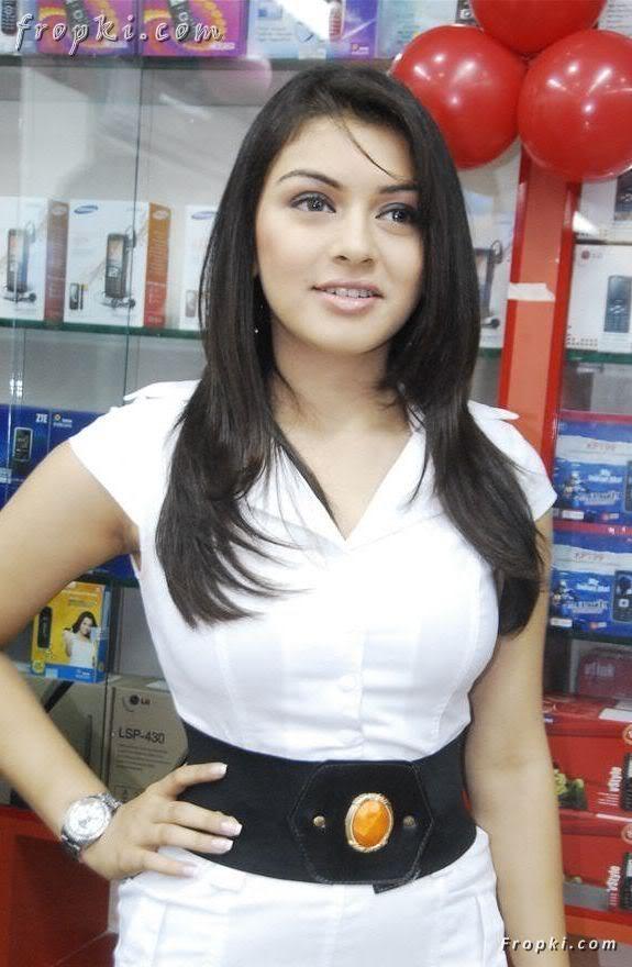 Hansika Motwani at mobile store opening AdrWyPHJ