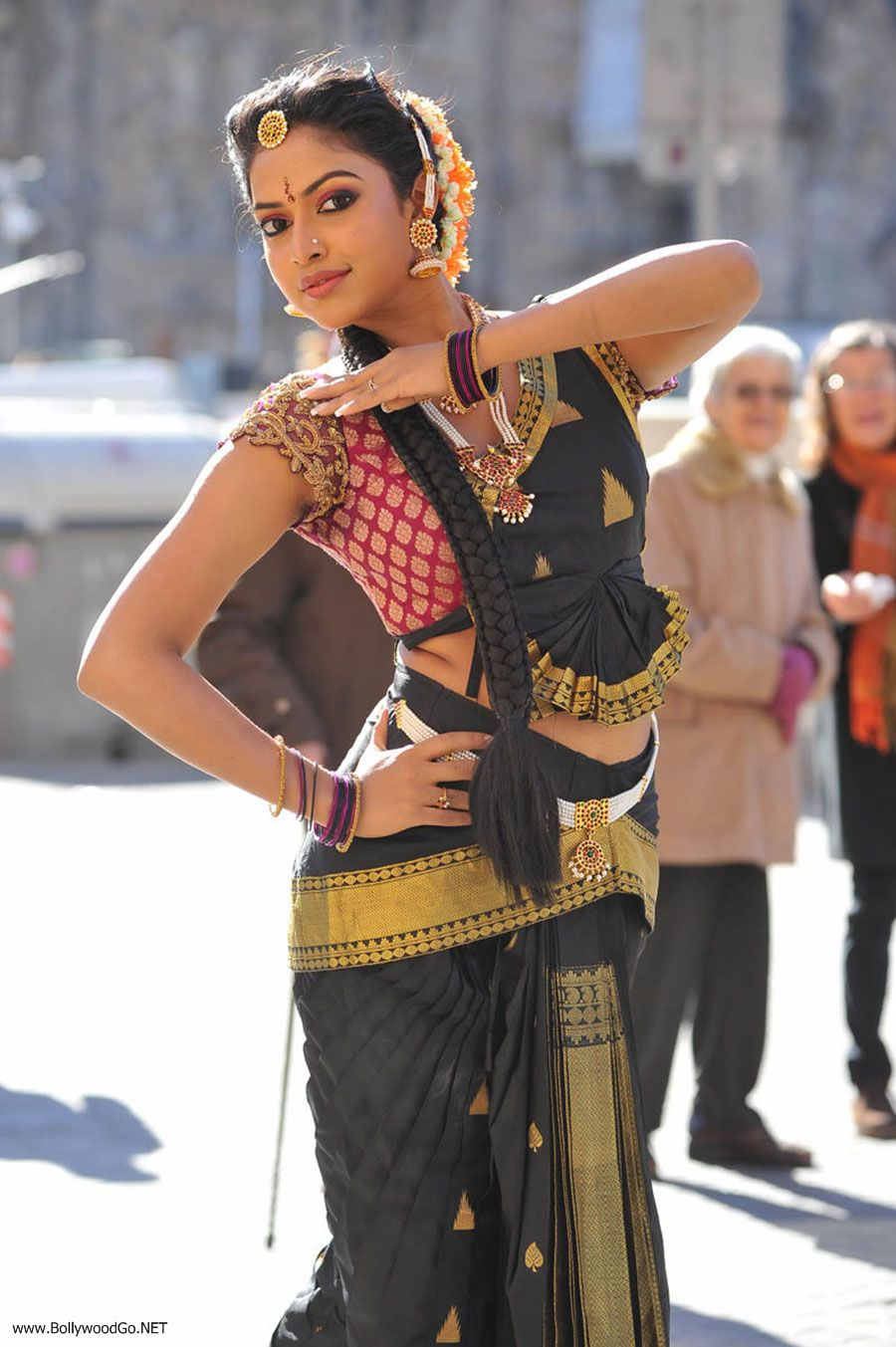 Amala Paul New Stills from Iddarammayilatho Movie AduYLCXX