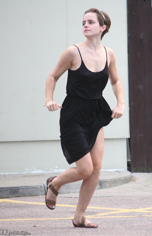 Emma Watson Flashes Her Panties Advtbbwz