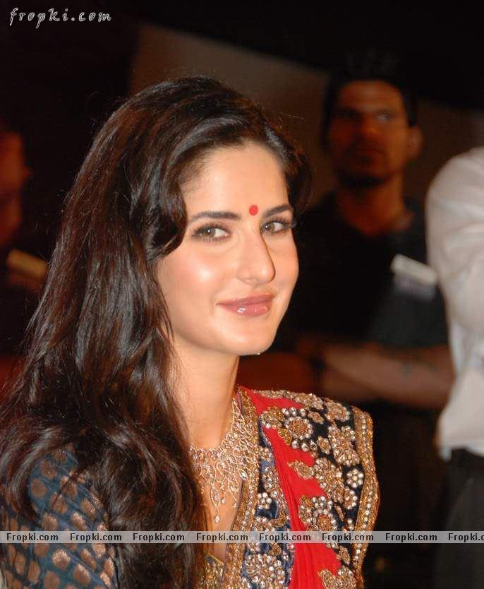 Katrina Kaif sizzling photos in red Saree AdxUwFt8
