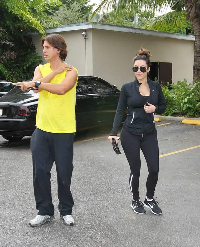 Kim Kardashian at Berries Restaurant AdzSI9lQ